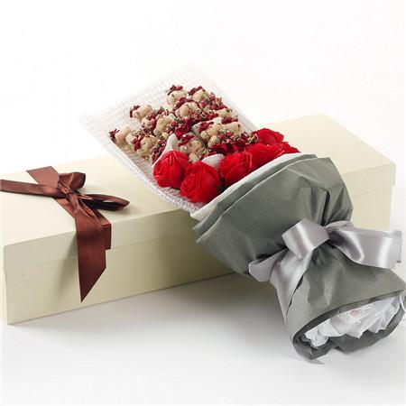 深圳网上订花-红色小熊11支红香皂花7朵